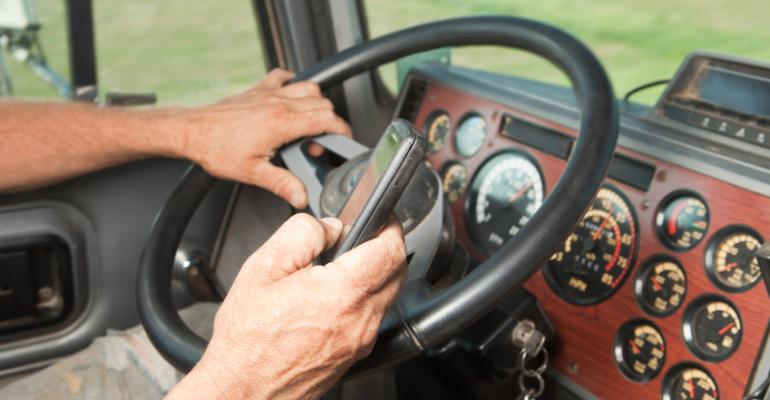 Trucker-Distracted-Driving-Tips